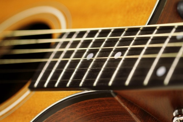 日野市で捨てると粗大ごみになるアコースティックギター