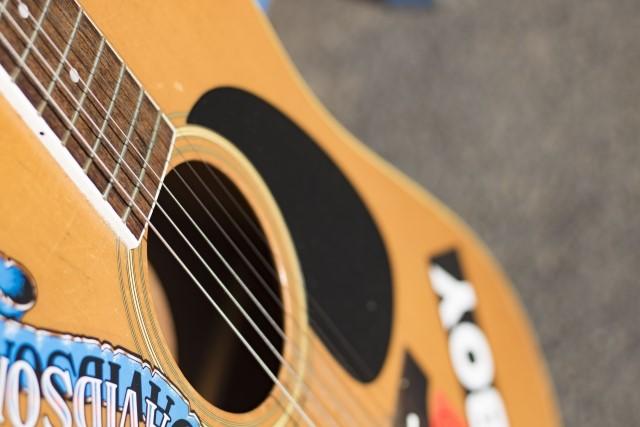 新座市で捨てる予定のアコースティックギター