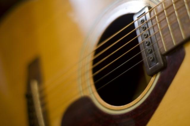 富士見市で捨てる予定のアコースティックギター