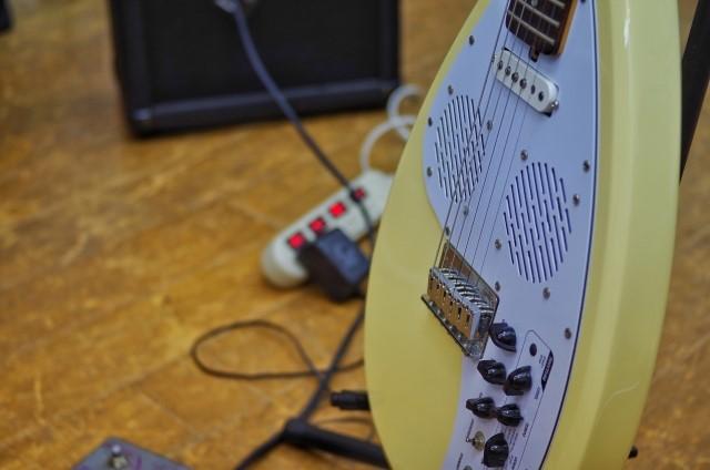 富士見市では粗大ごみに分別されるエレキギター