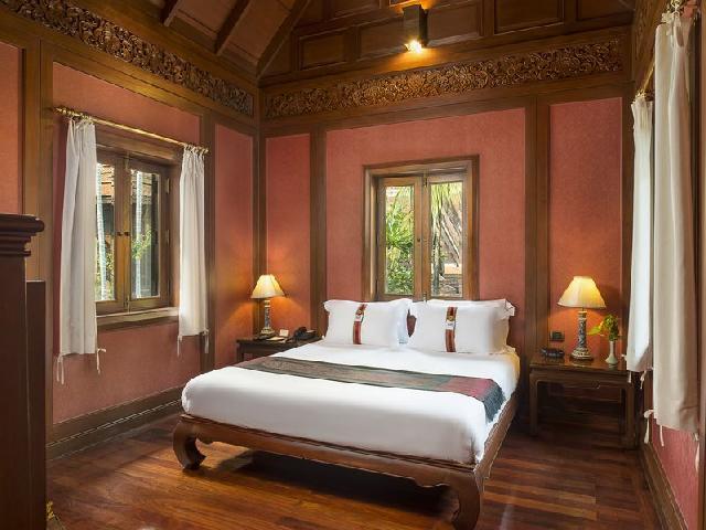バンコクの高級ホテルのベッドルーム