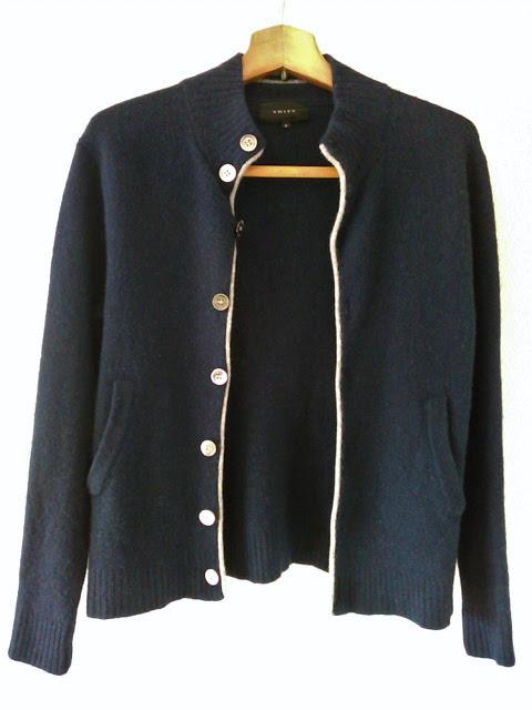 SHIPSの紺色の秋冬セーター