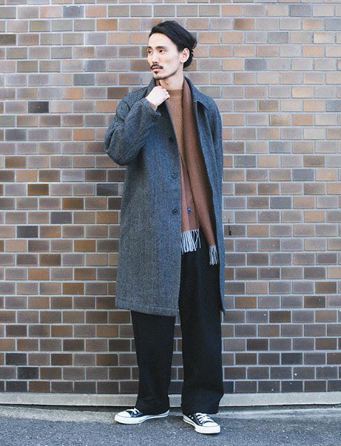 アーバンリサーチのグレーのコートのコーディネート例