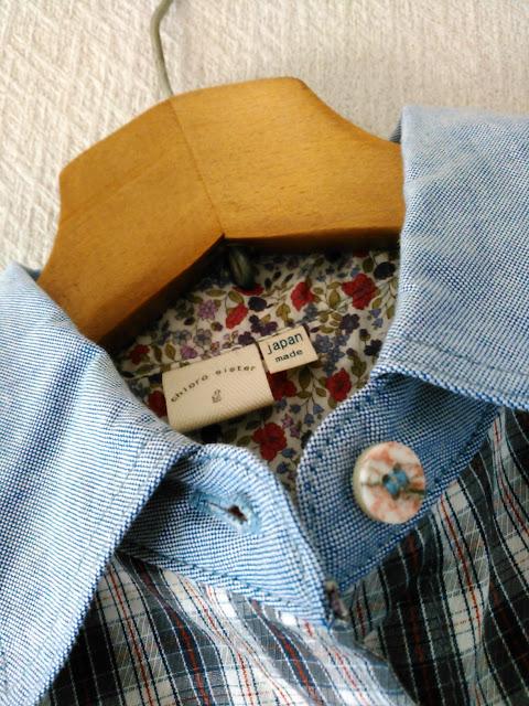 クロロシスターのシャツ(首もとアップ)