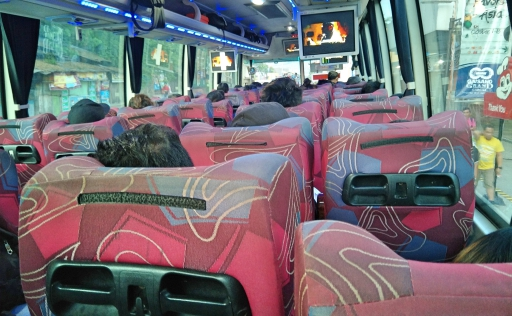オスロブ行バス