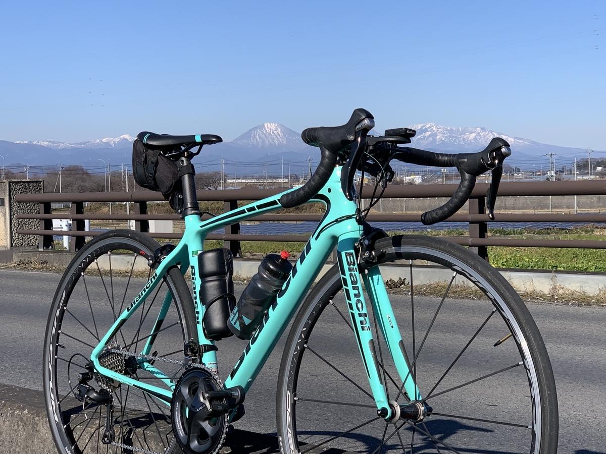 2019/12/28 県道18号線吾妻橋の上から眺めた日光連山とビアンキ