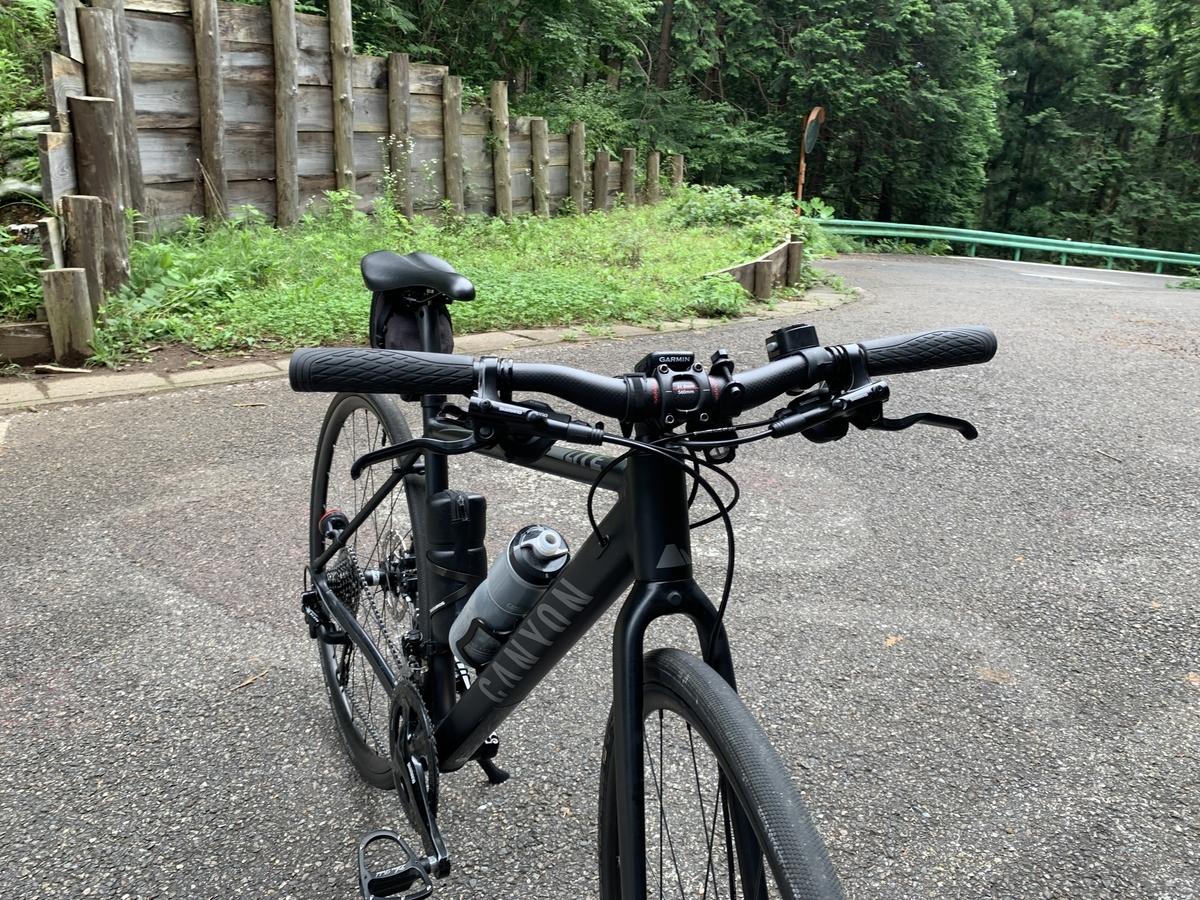 クロスバイクにカーボンハンドルとカーボンシートポストを導入