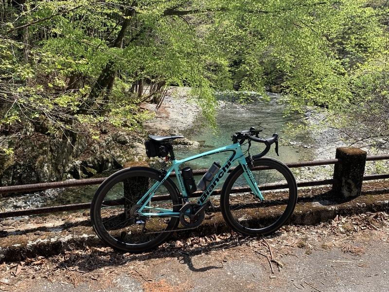 春の大芦渓谷をロードバイクで走る