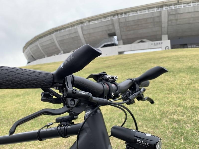 クロスバイクにバーセンターバーを装着