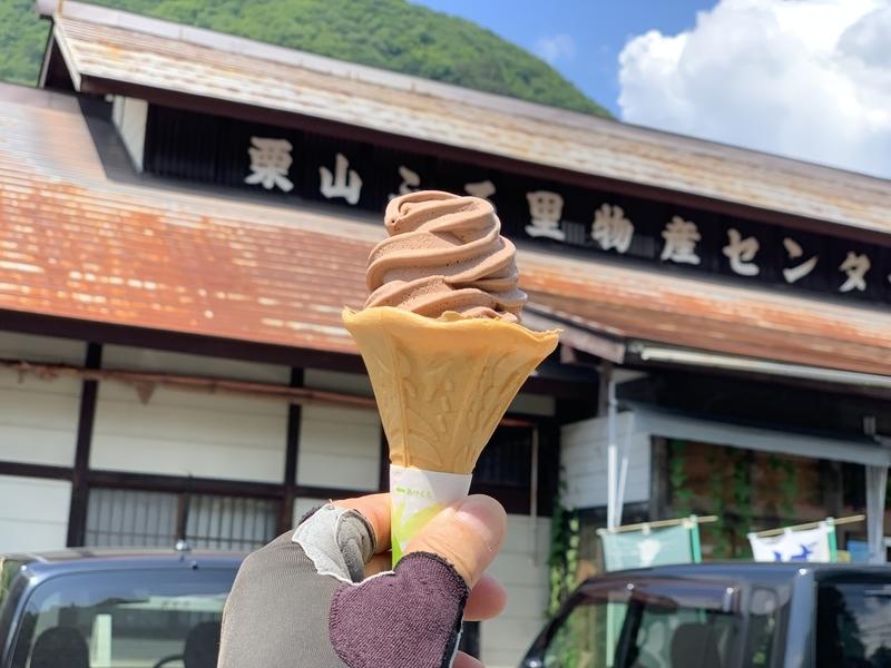 栗山ふるさと物産センターでソフトクリーム休憩