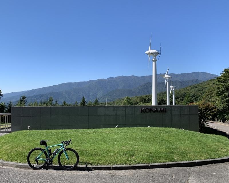 絶好の秋晴れを味方に那須岳を目指すライド-コナミ風力発電所