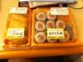 20100908の朝食。いなり寿司とねぎとろ。