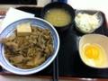20101003の夕食。吉野屋。牛鍋丼とコールスロー、玉子、味噌汁。