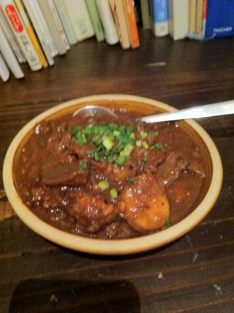 20101201の夕食。トアル食堂。牛すじ肉の味噌煮。