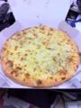 20101211の夕食。ドミノピザ、チーズメルト。