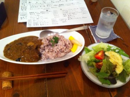 20110803の夕食。トアル食堂。ナスとミンチのカラーライス。