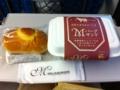 20110902の朝食。Mバーグサンド、カスタードクリームのパン。