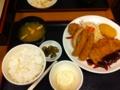 20110911の夕食。宮本むなし。トンカツデラックス定食。