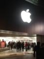 20120102の心斎橋appleストア。