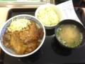 20120120の昼食。吉野屋。焼味豚丼。コールスロー、味噌汁。
