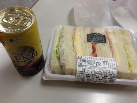 20120308の朝食。サンドイッチ、コーヒー。