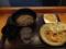 20120522の昼食。麺倶楽部。ぶっかけそば、かき揚げ、ナス、いなり。