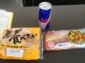 20120614の朝食。レッドブルと、粗挽きチョリソー、チーズ&マヨ。