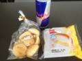 20120621の朝食。モッチーボール、クリームパン、レッドブル。
