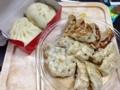 20121022の夕食。蓬莱。餃子と肉まん