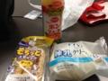 20121023の朝食。練乳クリームパン、もちっとスティック。