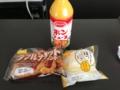 20121101の朝食。ダブルナゲットサンド、うさぎのほっぺ。