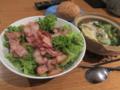 11/24:自炊。ベーコンサラダ、ワンタンスープ、パン