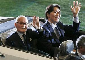 場内一周してファンに手を振る長嶋監督と松井さん