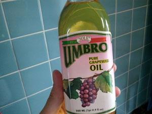 サラダ油は大さじ1杯か。なんで入れるのかはもちろん知らぬ。