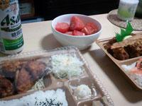コンビニ弁当+トマト