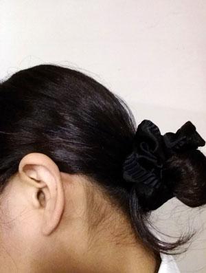 看護師の髪型 まとめ髪+シュシュ