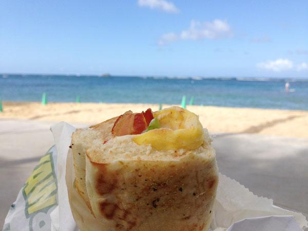 ビーチで朝食 in ハワイ