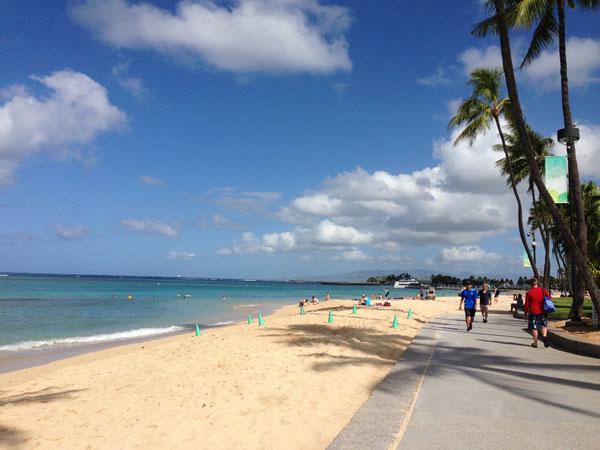 青い海と白い砂浜 in ハワイ