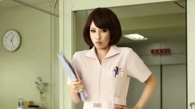 美人看護師が登場