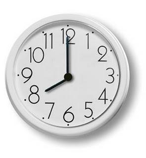時計 8:00