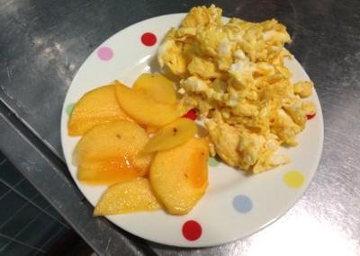 煎り卵と柿