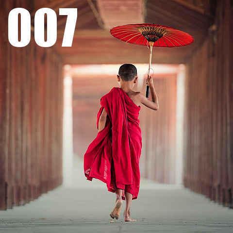一人で歩く僧侶