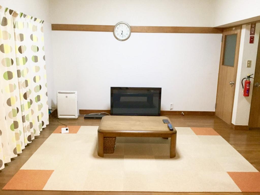 この部屋で何でもしています
