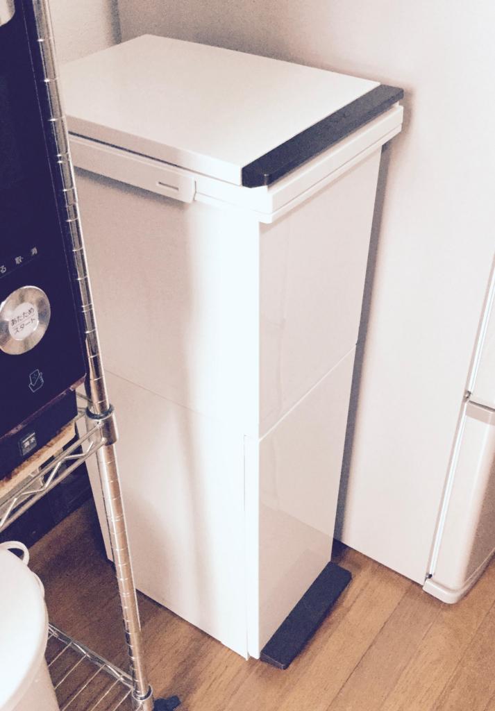 冷蔵庫の隣に置いてます