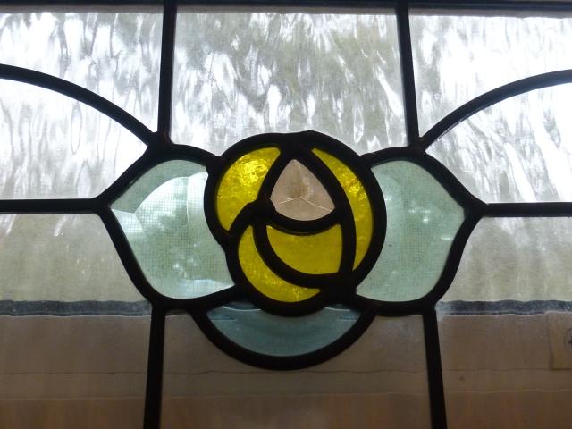 薄い色のステンドグラス