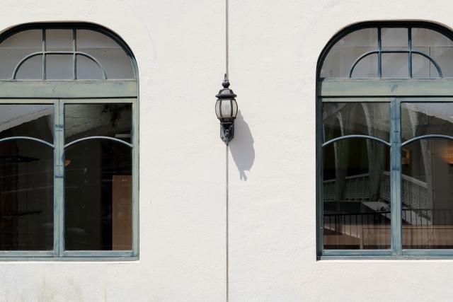 扉のステンドグラス