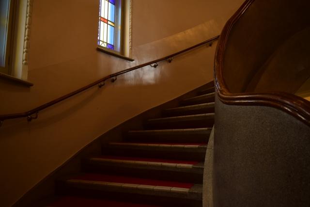 ステンドグラス 階段途中