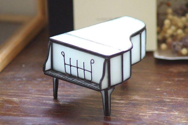 ステンドグラス ピアノ