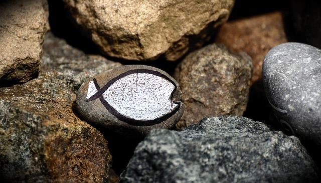 ステンドグラス 魚石