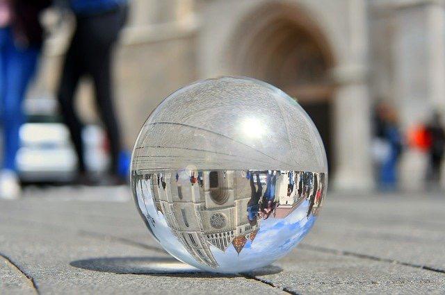 ステンドグラス ガラスに閉じ込められた世界